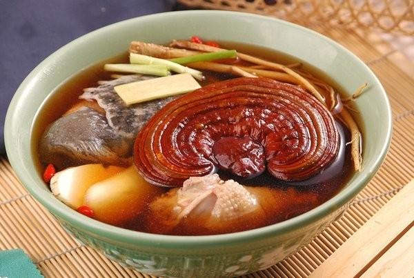 Chế biến món ăn từ nấm linh chi cho người già